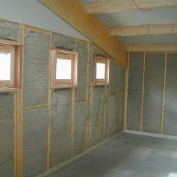 insulating-a-wall-loft-roll